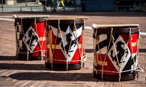 Nuovi tamburi per i musici degli sbandieratori
