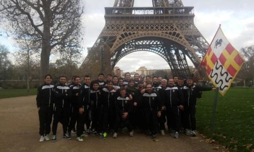 Sbandieratori a Parigi per Telethon France: Mika li omaggia su Instagram