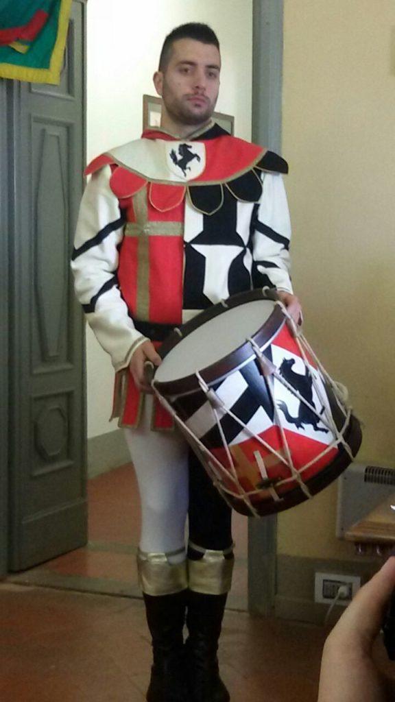 Presentazione Costume musici sbandieratori (1)